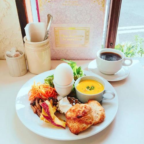 爽やかな朝を心地よく!ざくざく食感の手作りスコーンがたまらない『Cafe licht』(神戸・花隈)