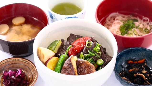 潮岬観光タワー レストラン 太地の鯨としいたけの金山寺味噌ダレの焼肉丼
