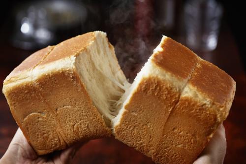 人気の高級食パン専門店『嵜本』、曜日限定の絶品食パンをゲットせよ!