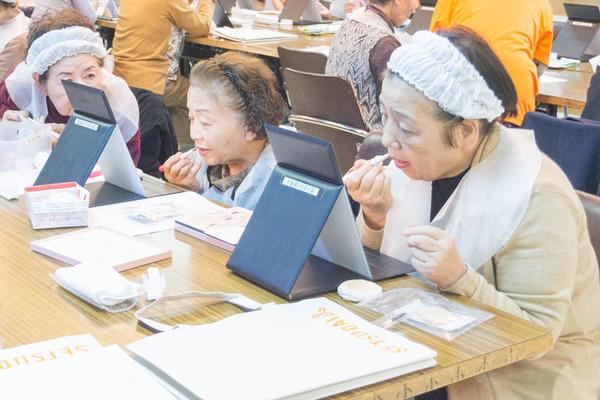 高齢者化粧教室-43