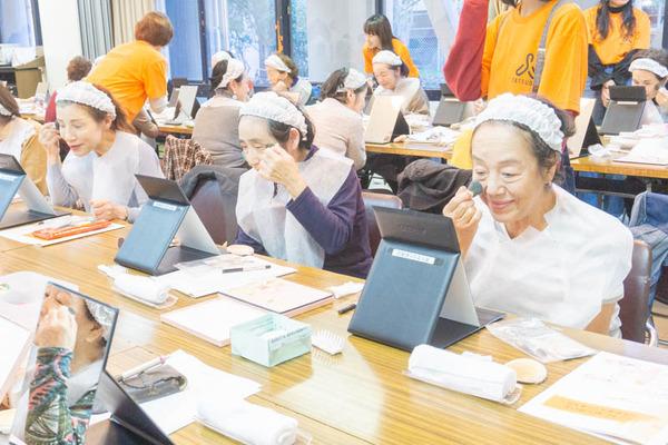 高齢者化粧教室-44