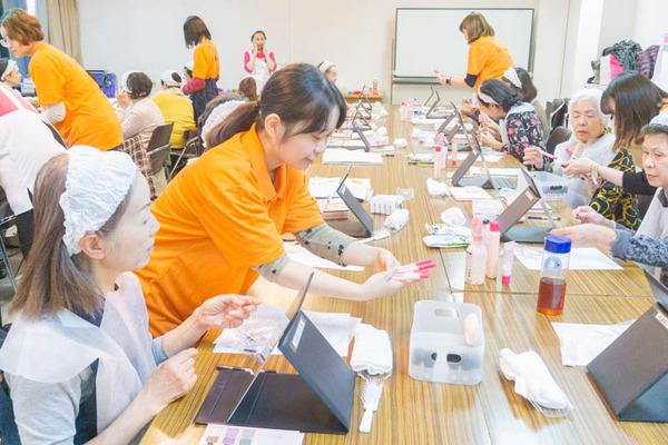 高齢者化粧教室-40